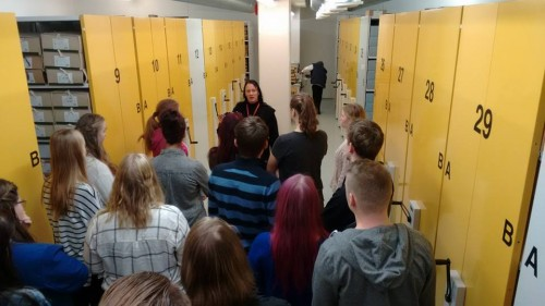 Before we let the students roam the archives for their filming activities, an on-site introduction into the archival setting already sparked creative ideas of how incorporate the location into their films.