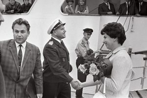 J. Surmin, the captain of Tallinn, congratulates the 25 000th passenger, a Finn A. Jansen. August 1966. EFA.204.0-69857