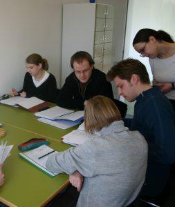 Studierende bei der Gruppenarbeit. © Archivschule Marburg